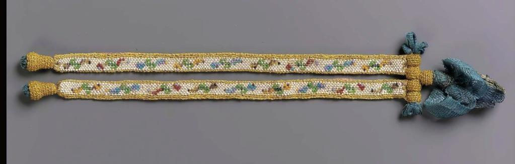 """Accessoires réalisés en """"sablé de perles"""" au XVIIIe siècle Sc838611"""