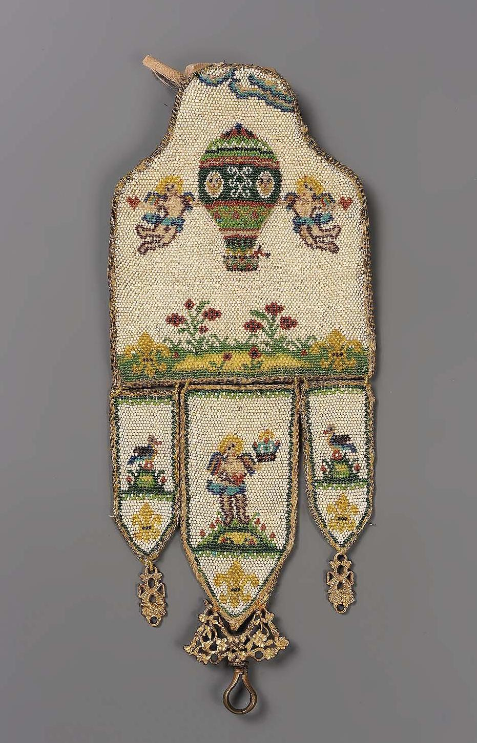 """Accessoires réalisés en """"sablé de perles"""" au XVIIIe siècle Sc841010"""