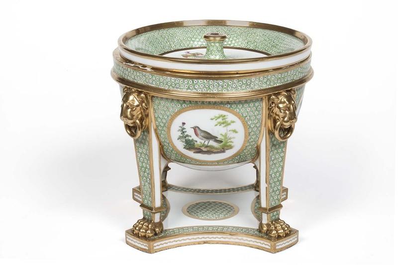 """Seaux à glace """" à trépieds """" en porcelaine de Sèvres  Seau_t11"""