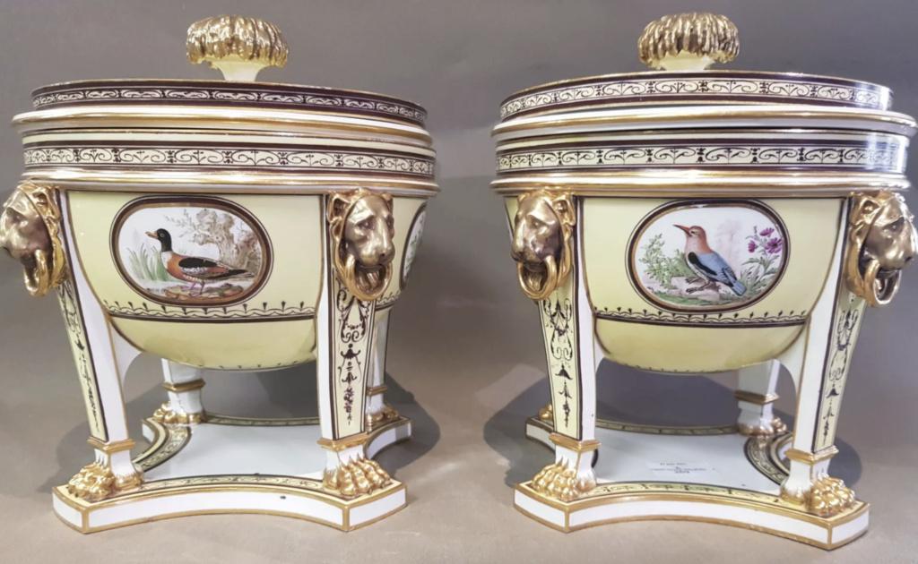 """Seaux à glace """" à trépieds """" en porcelaine de Sèvres  Seaux_10"""