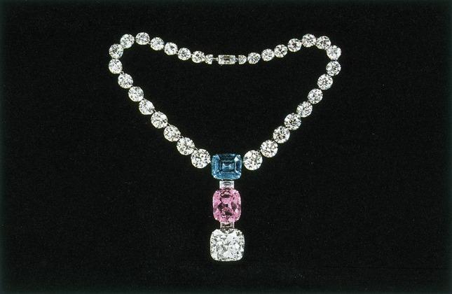 Quatre perles parmi les plus célèbres au monde : La Régente (Perle Napoléon), La Pélégrina, La Pérégrina, La perle de Marie-Antoinette - Page 2 The-po10