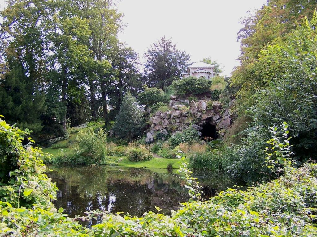 Le parc et le pavillon du comte de Provence et de la comtesse de Balbi à Versailles, aujourd'hui Parc Balbi Versai22