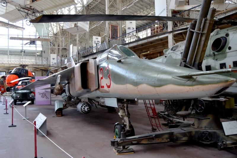 Musée royal de l'armée et de l'histoire militaire Bruxelles  Mig_2710