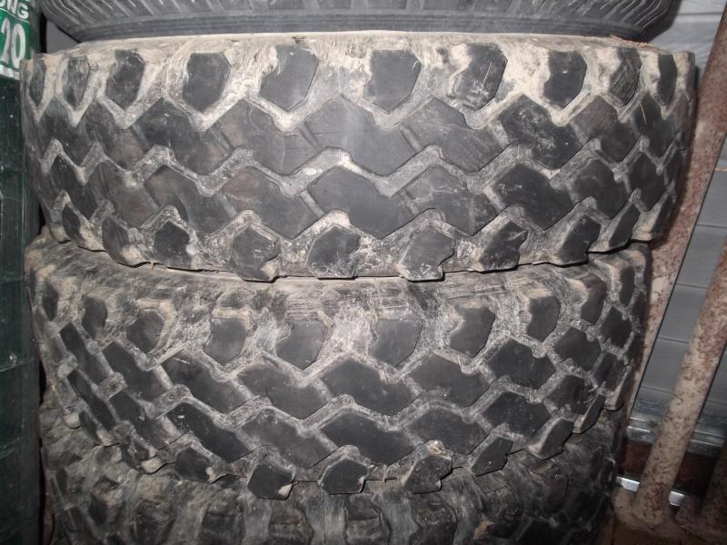 2 pneus type guyane en 750x16 Dscf6925