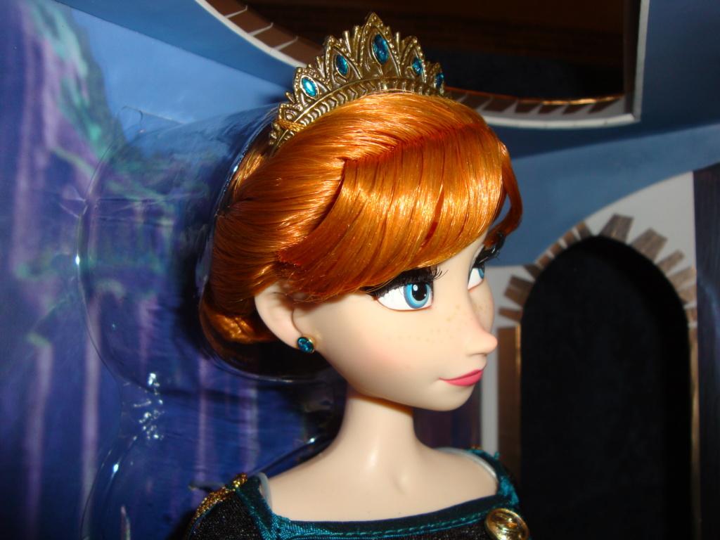 Disney Store Poupées Limited Edition 17'' (depuis 2009) - Page 40 Dsc03014