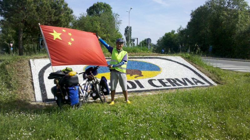 Danimarca Italia India Cina in bicicletta è il viaggio avventura di un giovane cinese. 2014-011