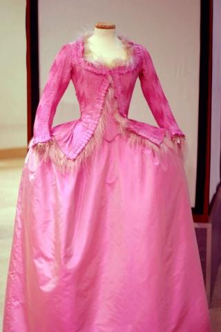 Les robes portées par les Marie Antoinette de nos écrans 11987010