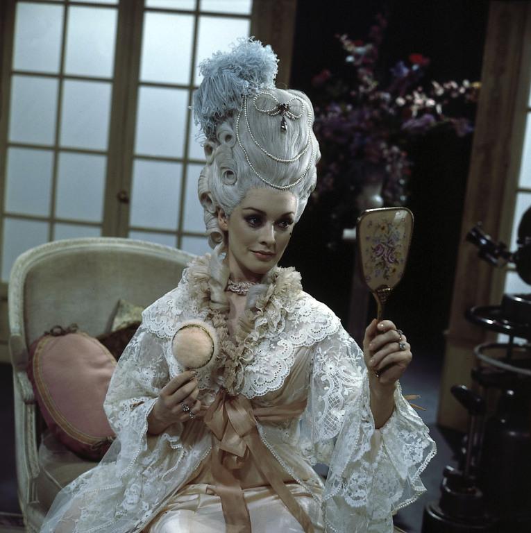 Marie-Antoinette à travers le cinéma - Page 17 40842511