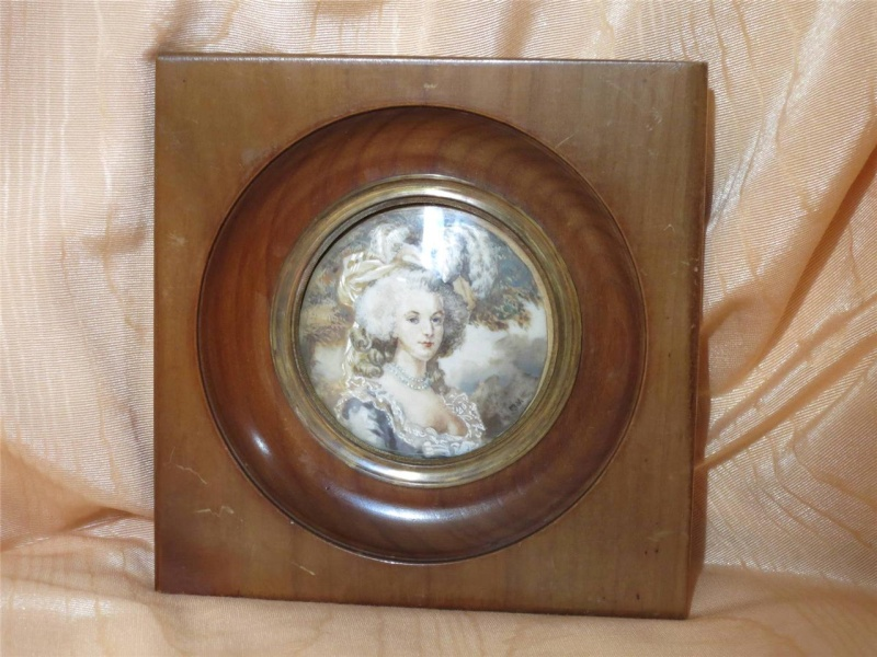 A vendre: miniatures de Marie Antoinette et de ses proches 74603810