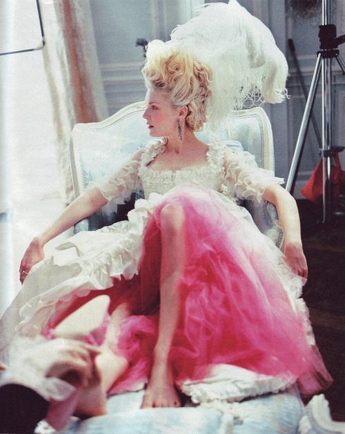 Films sur Marie-Antoinette : anachronismes et photos de tournage - Page 2 97315c10