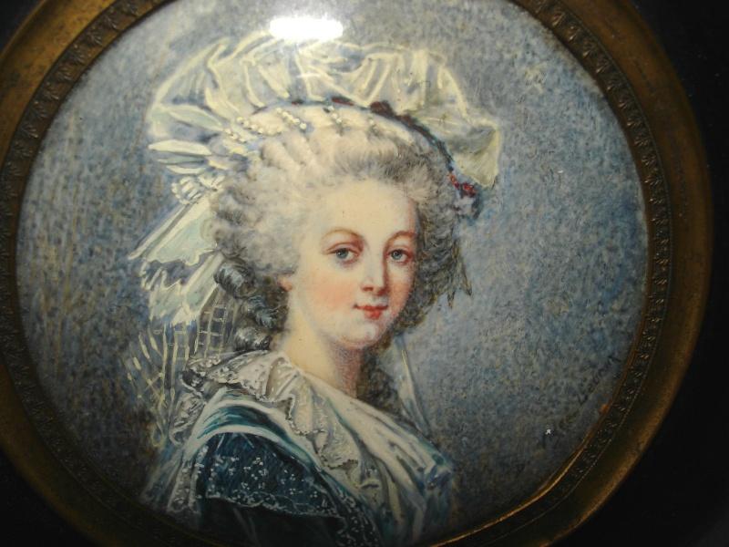 A vendre: miniatures de Marie Antoinette et de ses proches _5717