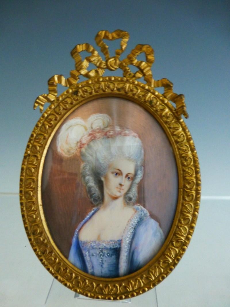 A vendre: miniatures de Marie Antoinette et de ses proches _5721