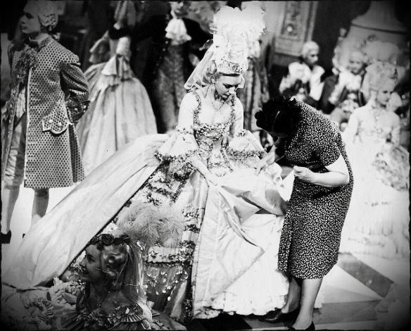 Marie Antoinette avec Norma Shearer (Van Dyke) - Page 6 Coutur10