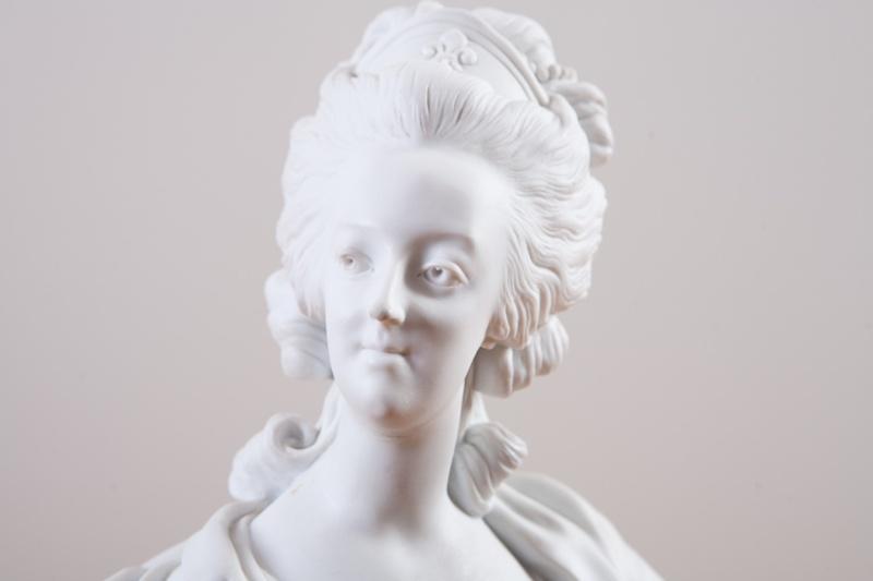A vendre: bustes Marie Antoinette Dec00010