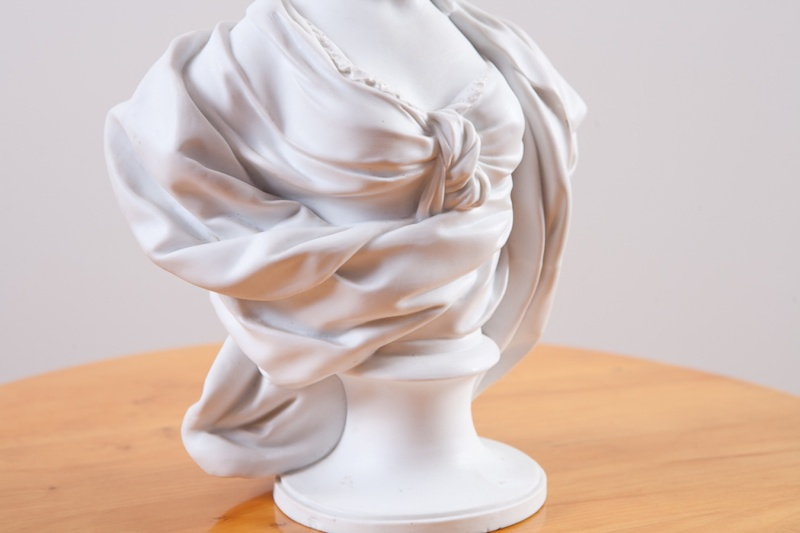 A vendre: bustes Marie Antoinette Dec00011
