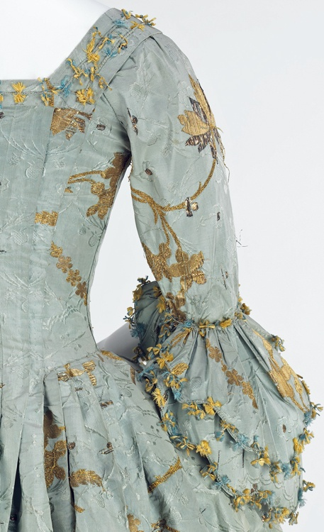 robes XVIIIe: styles, couleurs et matières  F1b58110