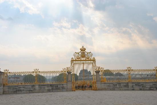 Versailles: les grilles du château - Page 5 Kastee10
