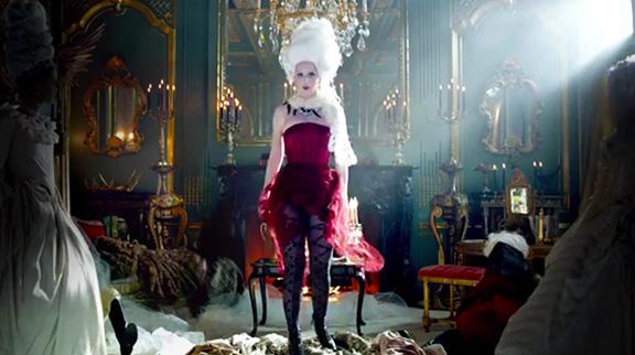 Marie Antoinette objet marketing - Page 21 Katy-p10