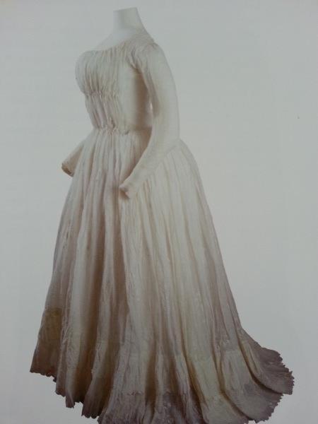 The Devil Wears A White Dress: Antoinette et la chemise  Madame10