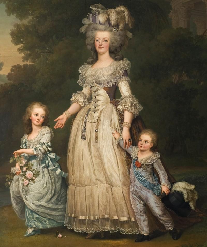 The Devil Wears A White Dress: Antoinette et la chemise  Marie_34
