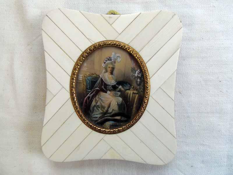 A vendre: miniatures de Marie Antoinette et de ses proches Mini510