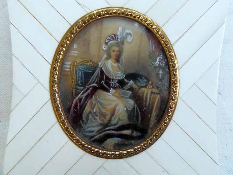 A vendre: miniatures de Marie Antoinette et de ses proches Mini5a10