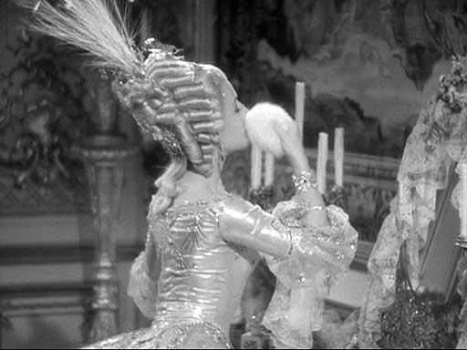 Marie Antoinette avec Norma Shearer (Van Dyke) - Page 6 Powder10