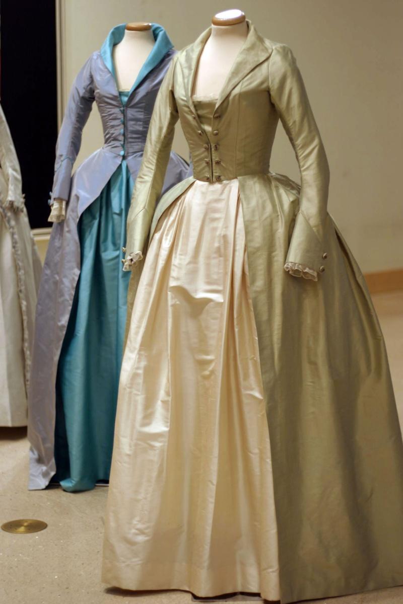 Les robes portées par les Marie Antoinette de nos écrans Yve210