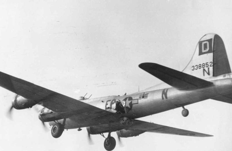 Belles et rares images d'époque. B-17fl10