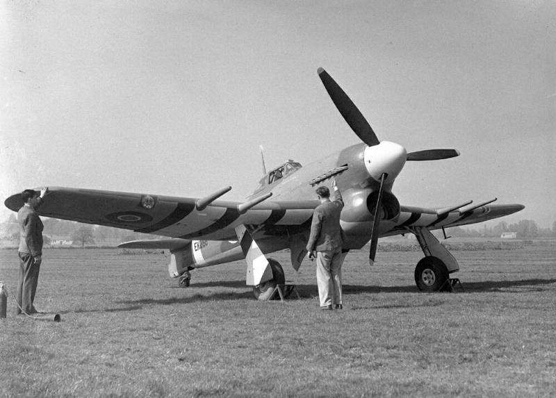 Belles et rares images d'époque. Hawker10