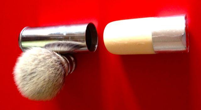 protéger une raquette dans une trousse de toilette - Page 2 Img_0015