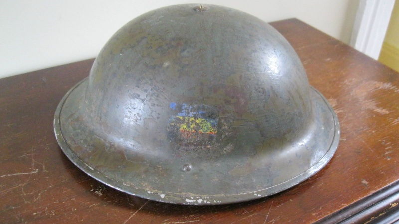 Lets see your favorite worn Canadian/Commonwealth helmets with nice aged patina _57_2610