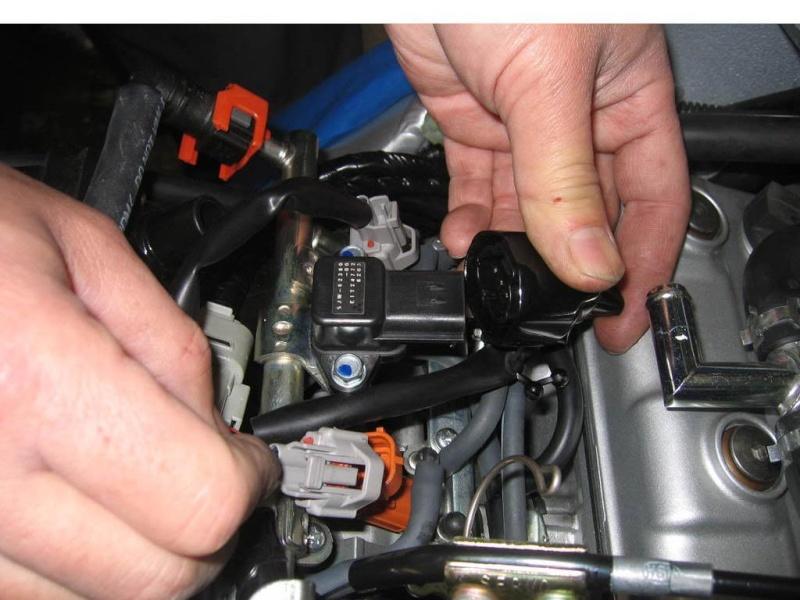 Installation d'un Régulateur de Vitesse sur FJR 1300 (TUTO). Debran10