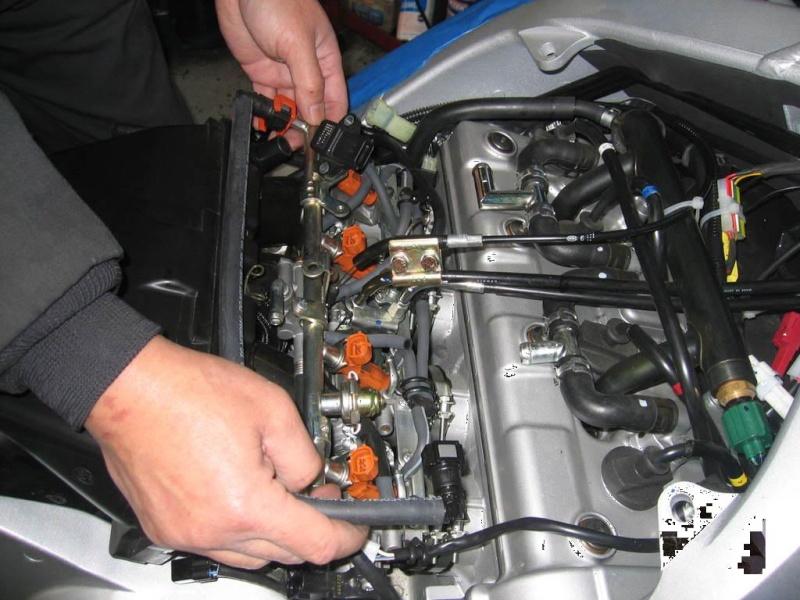 Installation d'un Régulateur de Vitesse sur FJR 1300 (TUTO). Depose10