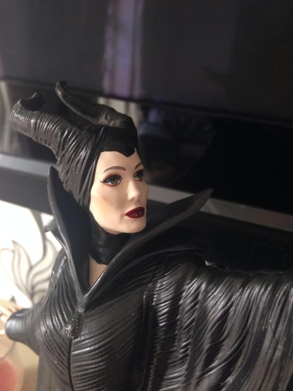 Maleficent - Page 17 Image-11