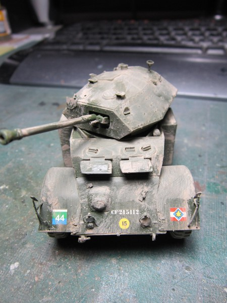 Staghound MK III armoured car (1/48 de Bronco) Img_7522