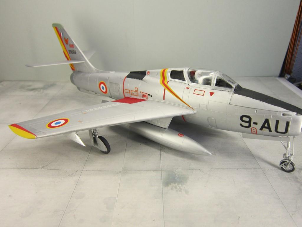 F-84F Thunderstreak (1/48 de HELLER) Img_8017