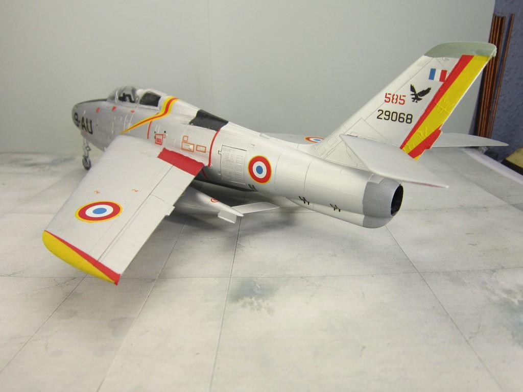 F-84F Thunderstreak (1/48 de HELLER) Img_8019