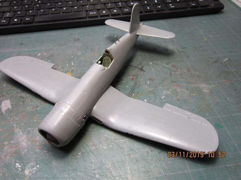 "F4U-7 Corsair ""french navy"" 48 de HASEGAWA (fini) Img_8771"
