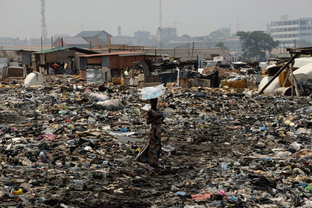 Viele Pendler laden Abfall ab   Elektr11