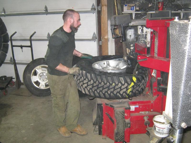 Photos de l'installation de mes nouveaux pneus Toyo M/T open country 37 X 13.50 R17 Toyo_t23