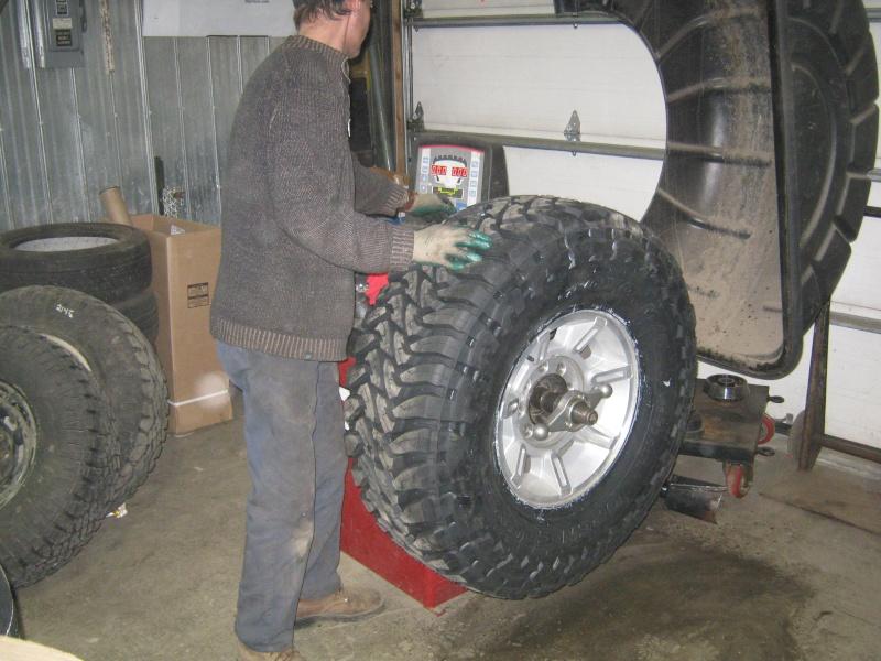 Photos de l'installation de mes nouveaux pneus Toyo M/T open country 37 X 13.50 R17 Toyo_t24