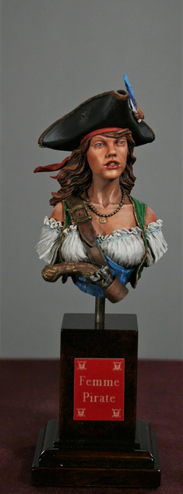 """Femme pirate de chez """"Nuts"""" 117"""