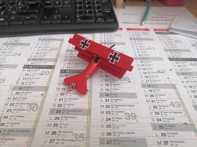 Fokker Dr 1 triplan de Manfred von Richthofen Revell 1/72 FINI !!!!!! - Page 2 2712