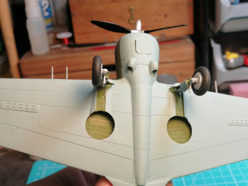 Curtiss Hawk 75 A N° 140 du capitaine Josef Duda Hobby craft 1/48 FINI !!!!!  - Page 4 5810