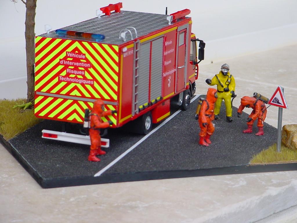 camion de pompiers : véhicule risques technologiques Dsc07515