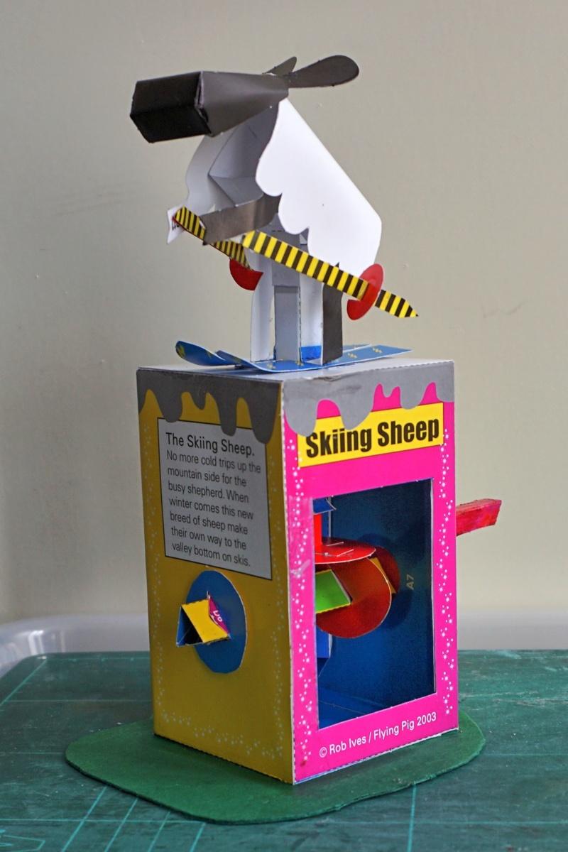 Hier kommt das Schaf. Noch ein Kartonautomat. Dsc02738