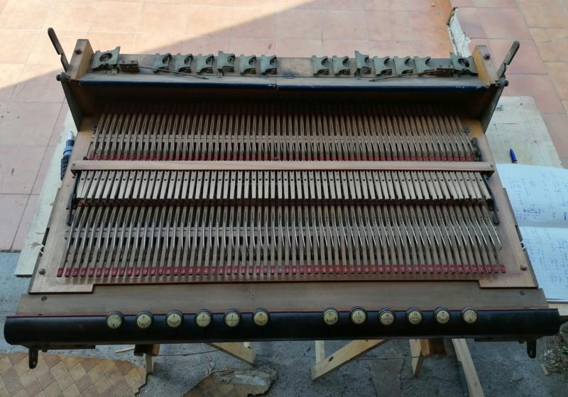Debain de salon 4 jeux 1/2 sur deux claviers Img_2031