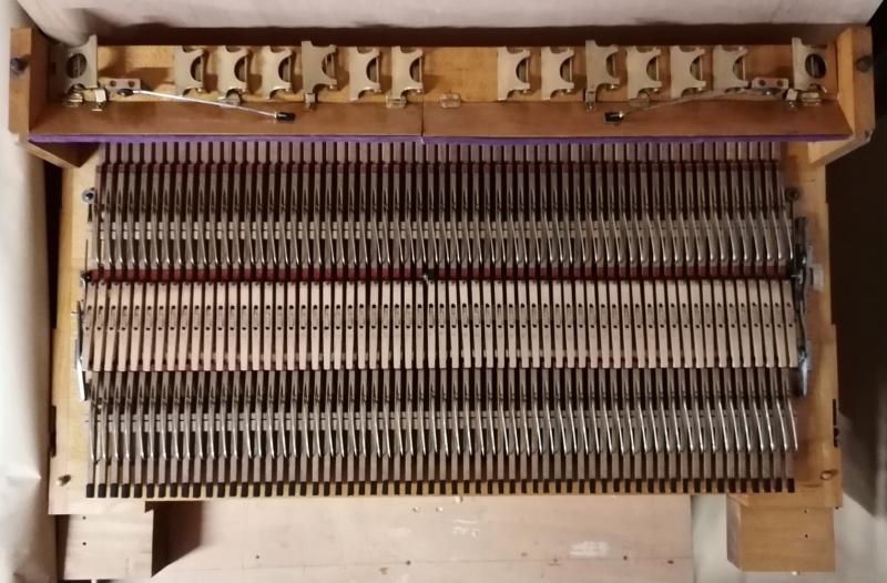 Debain de salon 4 jeux 1/2 sur deux claviers Img_2033