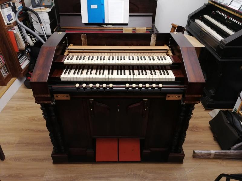 Debain de salon 4 jeux 1/2 sur deux claviers Img_2066